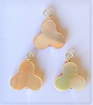 14mm Mother-of-Pearl Trefoil Pendant – 1 pc.