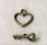 16mm Heart and Key Toggle – Antique Brass – 1 pc.