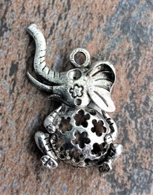 22 x 32mm Antique Silver Elephant Pendant – 1 pc.